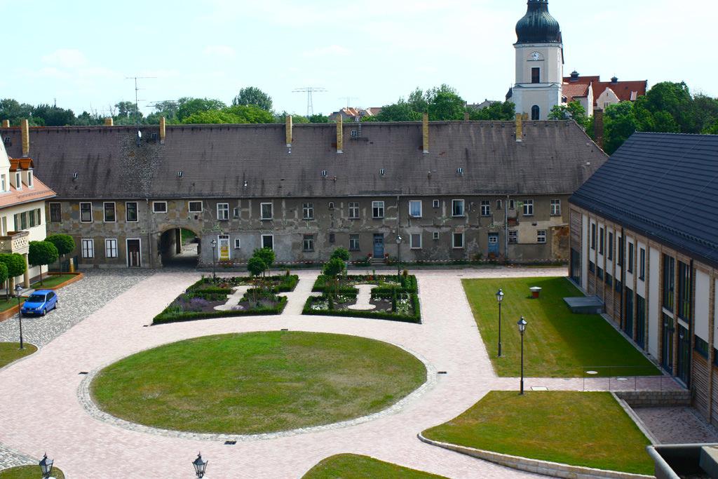 Innenhofgestaltung-Schloss-Schoenefeld-in-Leipzig-1