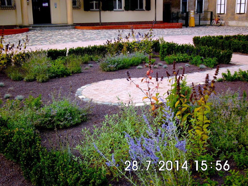 Innenhofgestaltung schloss schoenefeld in leipzig 4 for Gartengestaltung leipzig