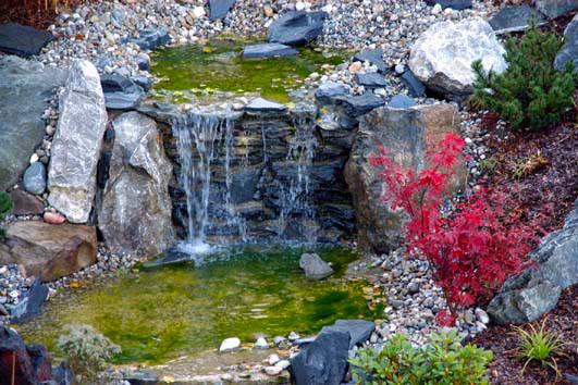 Referenzen Bachläufe und Wasserfälle von Tara Teich& Garten